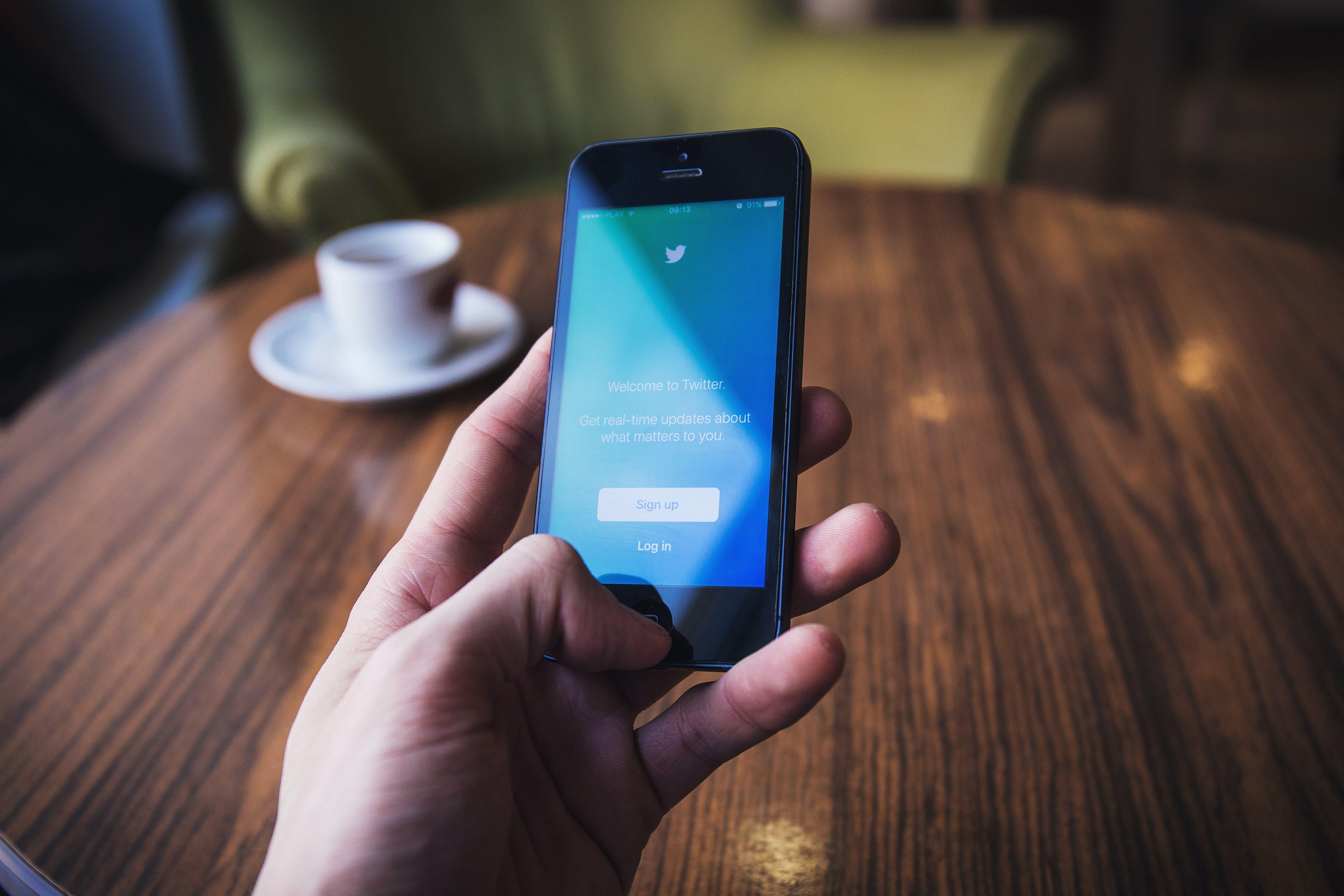 מהנדסים מצייצים: 5 חשבונות טוויטר שכל מהנדס חייב לעקוב אחריהם